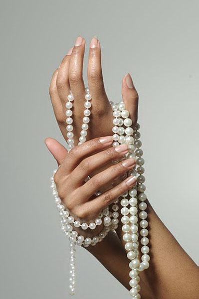 Jasmine_Dimuel-pearls-hands